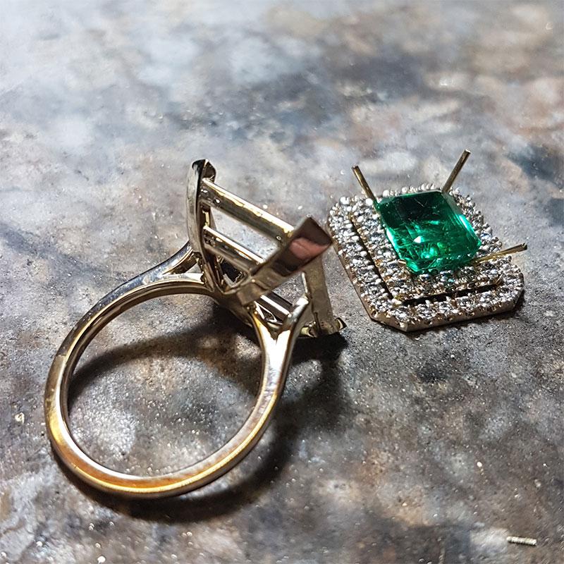 Anello smeraldo e diamanti fase 2 - Innoro Atelier Orafo