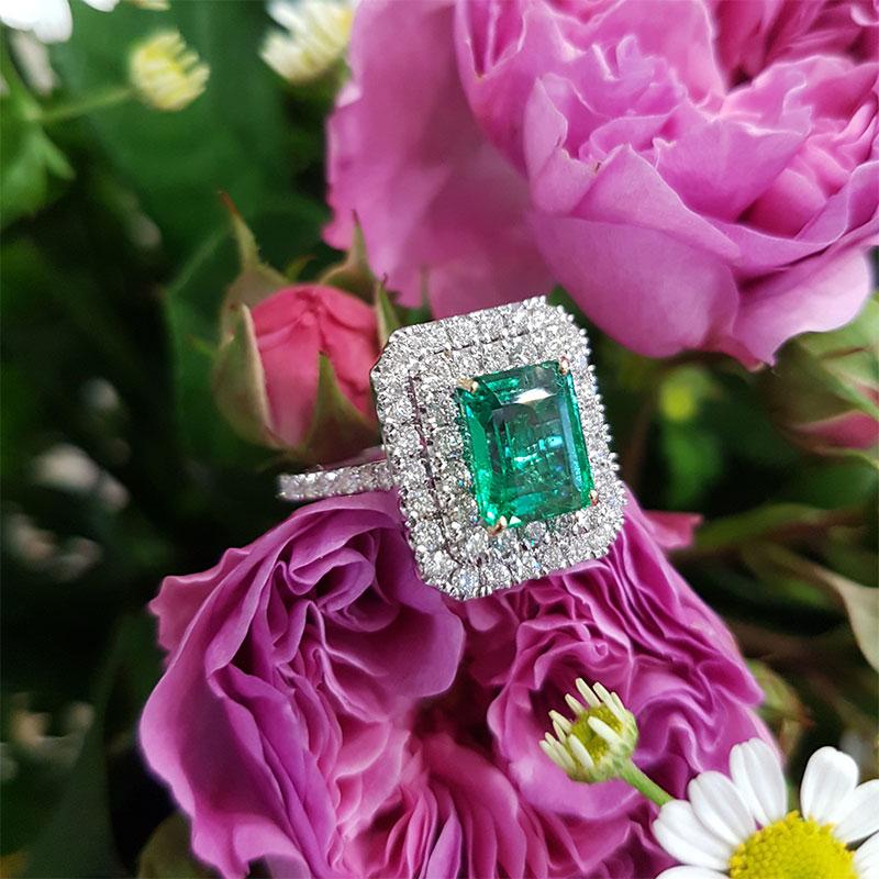 Anello smeraldo e diamanti fase 6 - Innoro Atelier Orafo